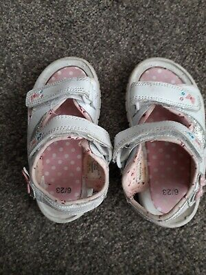 Baby girls size 6/ 23 infant summer holiday sandals Velcro White, Pink butterfly