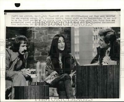 """1975 Press Photo Sonny and Cher with George Segal on """"Tonight Show"""" - pip05300"""