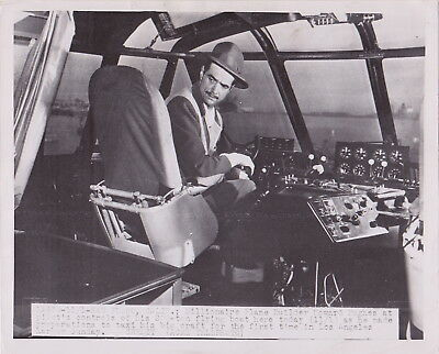 HOWARD HUGHES at Controls SPRUCE GOOSE * CLASSIC Iconic VINTAGE 1947 Press Photo