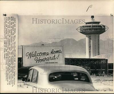 1972 Press Photo Billboard welcoming billionaire Howard Hughes home, Las Vegas