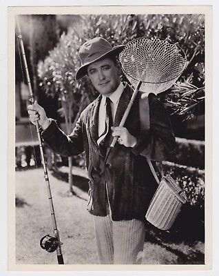 GEORGE M. COHAN as an ANGLER * RARE VINTAGE 1932 HOLLYWOOD ACTOR press photo