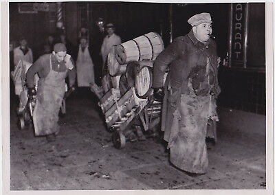 FRUIT MARKETS in NEW YORK CITY * Iconic VINTAGE 1936 Classic Rare press photo