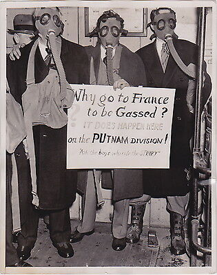 GAS MASKS New York Commuters * VINTAGE 1939 RARE Iconic Protest press photo