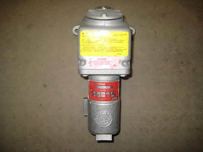 Appleton CESD-3034 Receptacle 30 amp 3 wire 4 pole 3 phase , (E1)