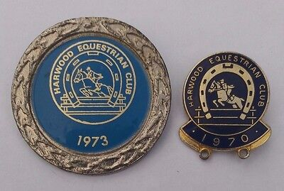 LOT (2x) EQUESTRIAN BADGES - HARWOOD EQUESTRIAN CLUB 1970 & 1973