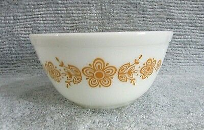 Pyrex Glass Butterfly Gold on White Nesting 1-1/2 Quart Mixing Bowl 402 FREE S/H