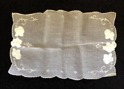 Vintage Shier Embroidered Table Runner-doily
