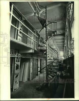 1980 Press Photo Alcatraz Prison Cells Made Of Cast Iron Are Rotting Away