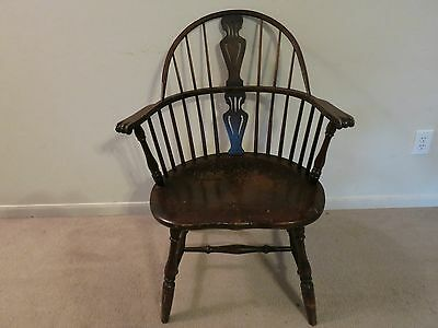 Bow Back Windsor Chair - Wood  - Colonial - Furniture Marked Kreiss & Sons S.F.