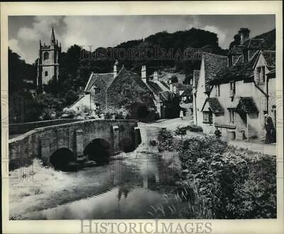 1962 Press Photo Peaceful Village of Castle Combe, Bubbling Brook & Stone Houses
