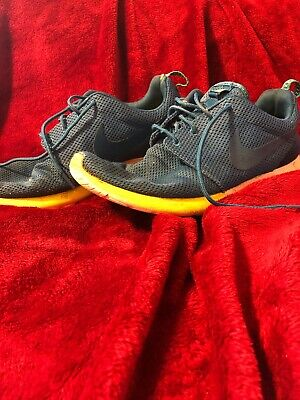 Nike Roshe Runs Size 10.5. Preowned Condition.