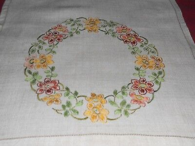 "Vintage cream linen PAIR TABLECLOTH/TRAY hand embroidered floral motif 24"" x 17"""