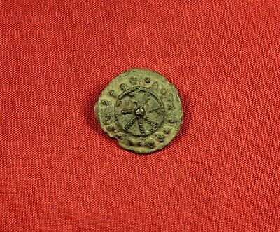 Ancient Celtic Button, Fitting