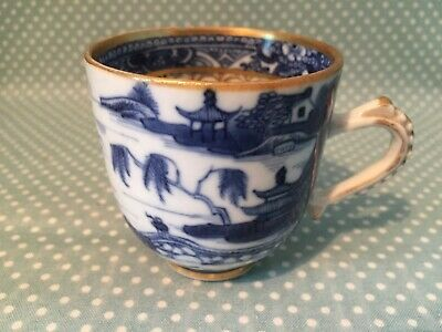 Antique Chinese Qianlong Porcelain Willow pattern coffee can / cup. c1780.