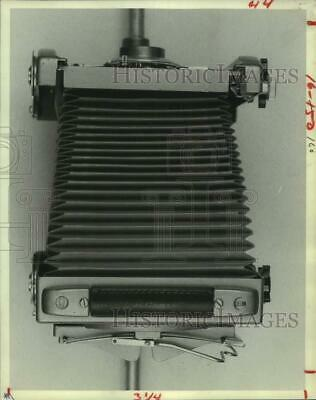 1981 Press Photo Photographer's View Camera in a Neutral Position - hcx34796