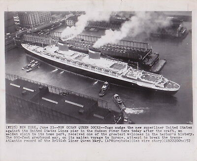 SS UNITED STATES Maiden Voyage Docks NYC * Rare VINTAGE 1952 OCEAN LINERS photo