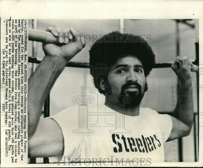 1972 Press Photo Offensive Player of the Week-Franco Harris during his training