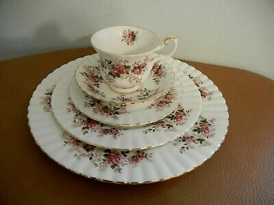 """Royal Albert   """" Lavender  Rose  """"   5  Pieces Place Setting   -  Exc++"""
