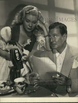 Press Photo Alice Faye and Phil Harris Study Scripts For Upcoming Program