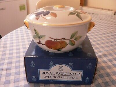 """A Boxed Royal Worcester """"Evesham Gold"""" Round Casserole"""