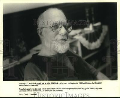 """1990 Press Photo Author Ivan Gold of """"Sams in a Dry Season"""" - hcp49417"""