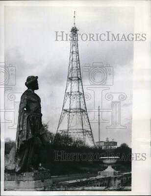 1956 Press Photo London modern TV tower seen from ruins of Crystal Palace