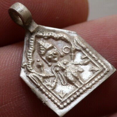 Intact India Early 1000-1100 Ad Silver Pendant Depicting A God - Wearable