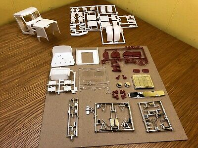 Revell 1//25 Peterbilt 359 Cab Tub Chrome Glass Parts Lot