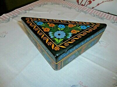 Vintage Hand Painted Lacquered Triangular Wooden Mexican Box Olinala Guerrero