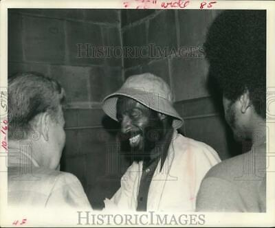 1974 Press Photo Activist Dick Gregory Greeting Friend at Brown University