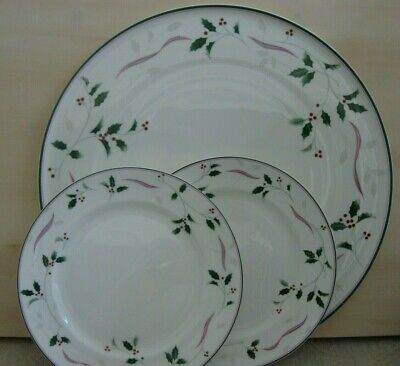 MIKASA Holiday Splendor large CAKE SERVING PLATE & 2 SIDE PLATES Christmas Holly