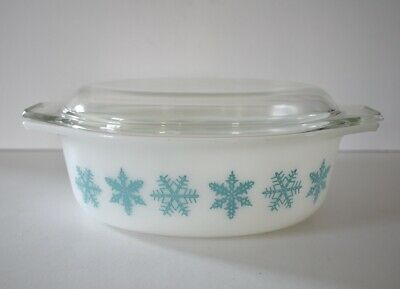Pyrex Turquoise Snowflake 1.5 Quart Casserole Dish with Lid Oval # 043 VTG