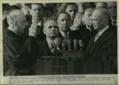 1968 Press Photo Dwight D. Eisenhower Takes Oath From Justice Fred Vinson