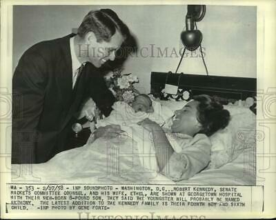 1958 Press Photo Robert Kennedy Visits Wife And Son At Georgetown Hospital