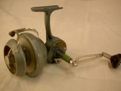 6725133cba9 VINTAGE old FISHING spinning REEL RU-PACIFIC FRANCE 4 tackle box lure BAIT