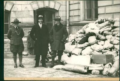Gustaf Adolf in front of the Red Cross collection - Vintage photo