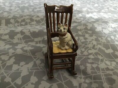 🐈 Stunning Cute Cat Ornament Figurine On Rocking Chair  (Lovely For Cat Lovers)