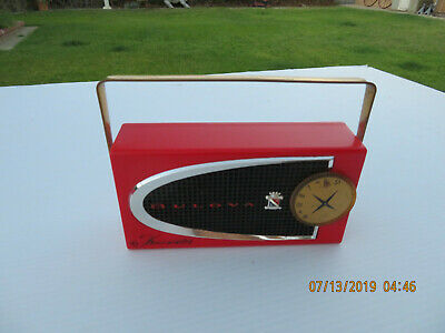 Vintage Bulova Red Comet All Transistor Radio model 620 WORKING!
