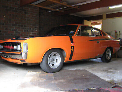 valiant charger vh