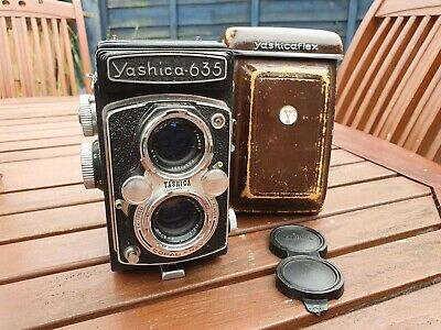 Vintage Yashica 635 medium format 120 TLR Twin Lens Reflex film camera w/ case