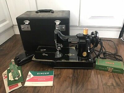 Vtg Black 1950's Singer Featherweight #221 Sewing Machine w/ Case & Extras