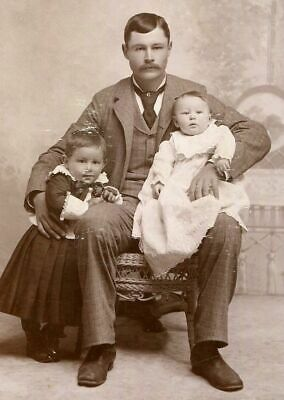 ANTIQUE CABINET PHOTO HANDSOME YOUNG VICTORIAN FATHER w CHILD & BABY DURAND WI