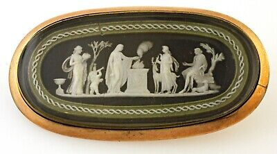 Victorian Antique Wedge Wood Brooch  9 Kt Gold 1890'S