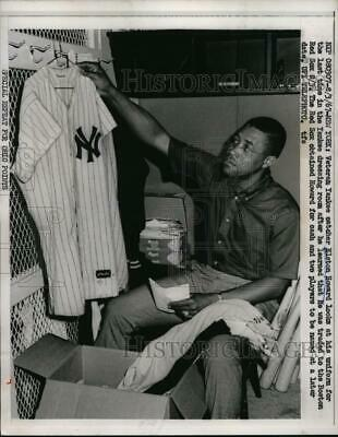 1967 Press Photo NYC Yankee catcher Elston Howard traded to Red Sox - nes30917