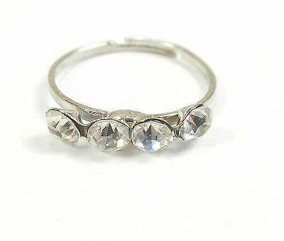 JTY567 Silver coloured open heart toe ring with trailing bead charms