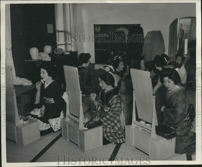 1954 Press Photo Girls Apply Cosmetics Prior To A Dance In Japan - mjb99347
