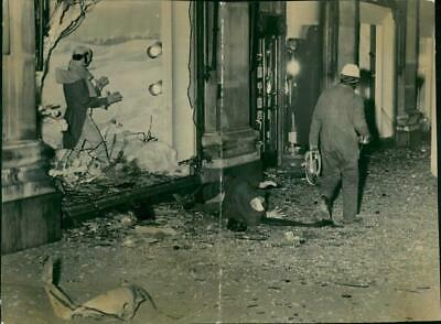 I.R.A bombings in london: a dummy from one of selfridges windows. - Vintage phot