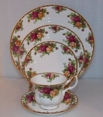 Royal Albert OLD COUNTRY ROSES 5 Piece Place Setting FINE BONE CHINA England EUC