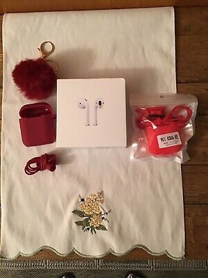 NIB Apple AirPods with Wireless Charging Case - White (MMEF2AM/A) + 2 COVER CASE