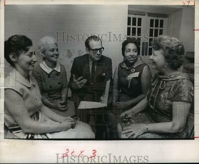 1969 Press Photo Volunteers of Houston Intercontinental Airport Chapel train